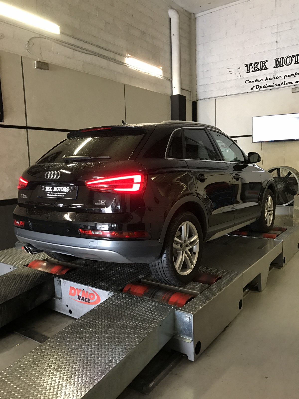 reprogrammation audi q3 2 0 150 cv ligne sur mesure inox dans le 93 bobigny tek motors. Black Bedroom Furniture Sets. Home Design Ideas