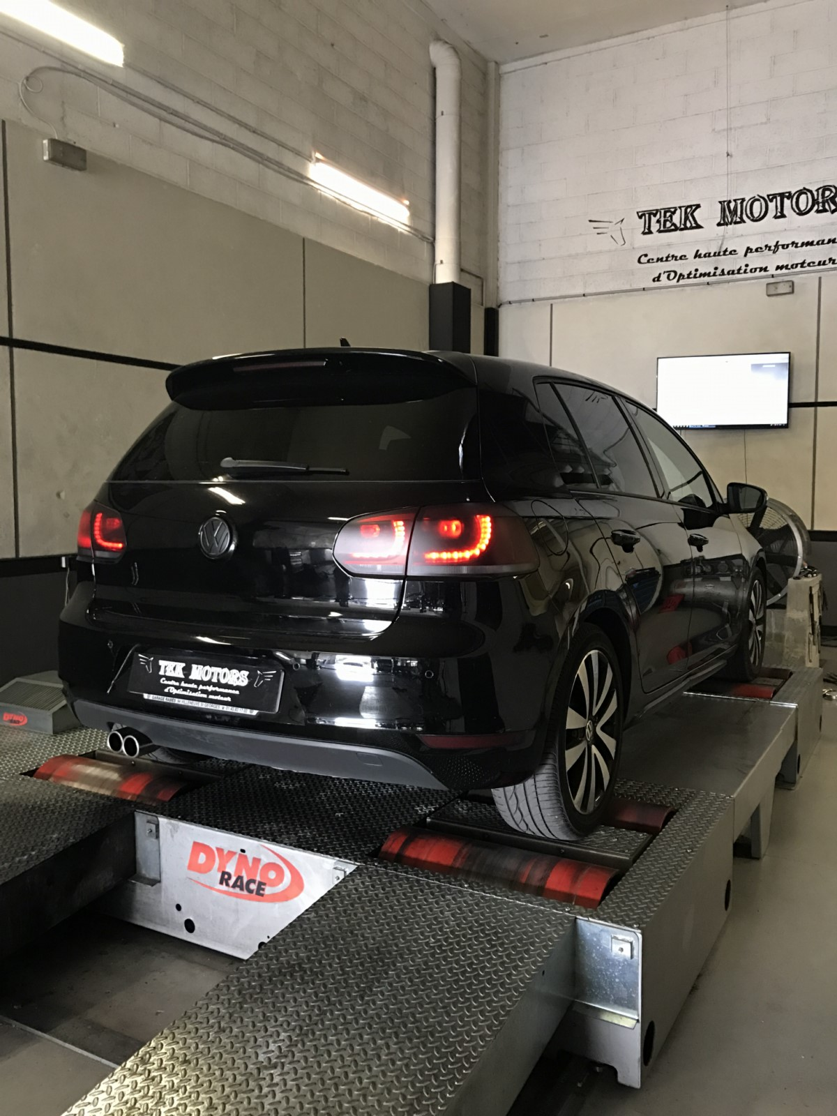 ligne compl te sur mesure inox melun dans le 77 reprogrammation sur mesure vw golf 6 gtd 2 0. Black Bedroom Furniture Sets. Home Design Ideas